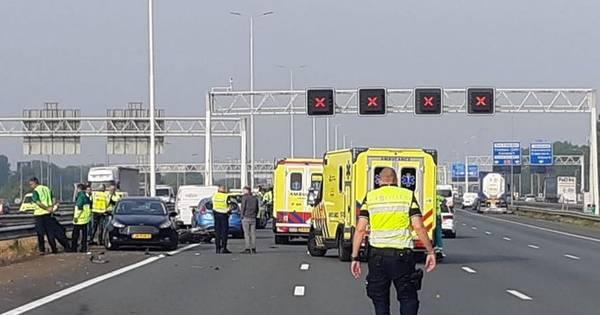 Motorrijder uit Arnhem overlijdt bij botsing door tollende auto op A15.