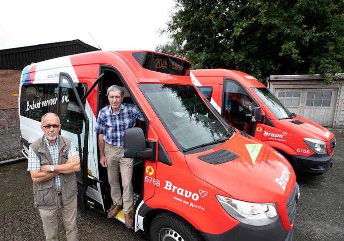 Henri Gooskens (rechts) Jan Verboort in Sint-Oedenrode in de buurtbus zonder kuchscherm. (archieffoto ter illustratie)