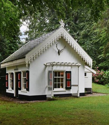 Wie wil dit vrijstaande huisje op Wassenaars landgoed kopen? Bieden vanaf 150.000 euro