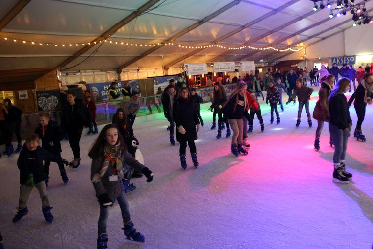Duizenden schaatsers gingen bij de vorige editie van Halle Schaatst het ijs op in de tent op het Stationsplein.