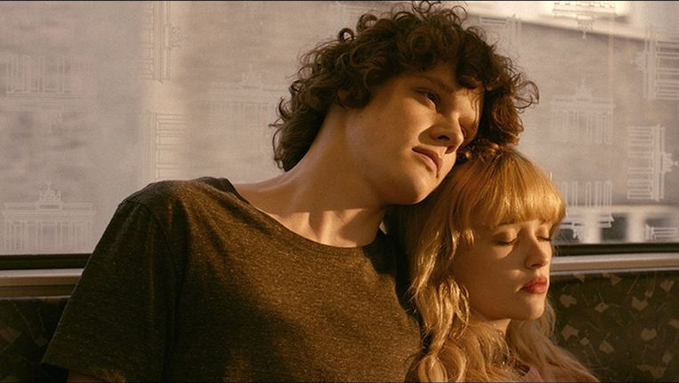 Lorenzo Lefebvre als Gabriel en Marilyn Lima als George in Bang Gang Beeld -