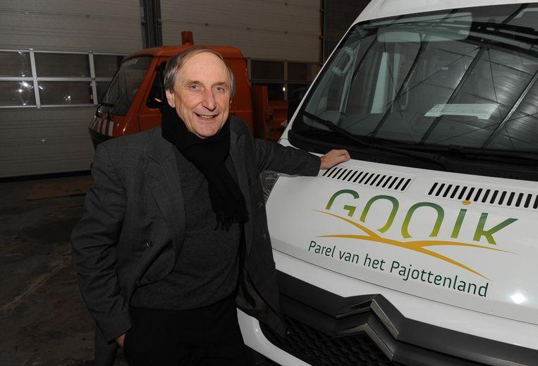 De burgemeester stapt weer in zijn busje om jongeren  veilig naar huis te brengen
