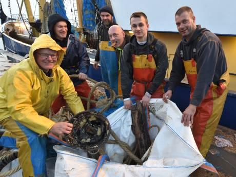 Moderne vissermannen kiepen niks niet meer overboord, maar scheiden afval