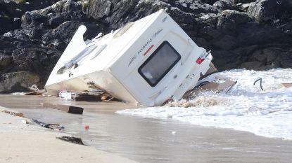 Storm Ali gaat stevig tekeer: toeriste sterft nadat caravan van kliffen wordt geblazen, cruiseschip van anker losgerukt