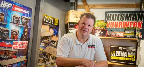 Vuurwerkverkoper Erwin de Roo wil niet verrast worden door afsteekverbod: 'Behoefte neem je niet weg'