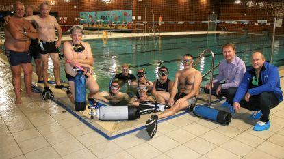 Zwembad krijgt schoonmaakbeurt