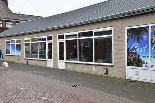 De zonnestudio in Zundert waar de politie maandagochtend onderzoek doet.