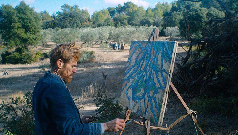 Een intense Willem Dafoe als Vincent van Gogh in At Eternity's Gate. Beeld TNS
