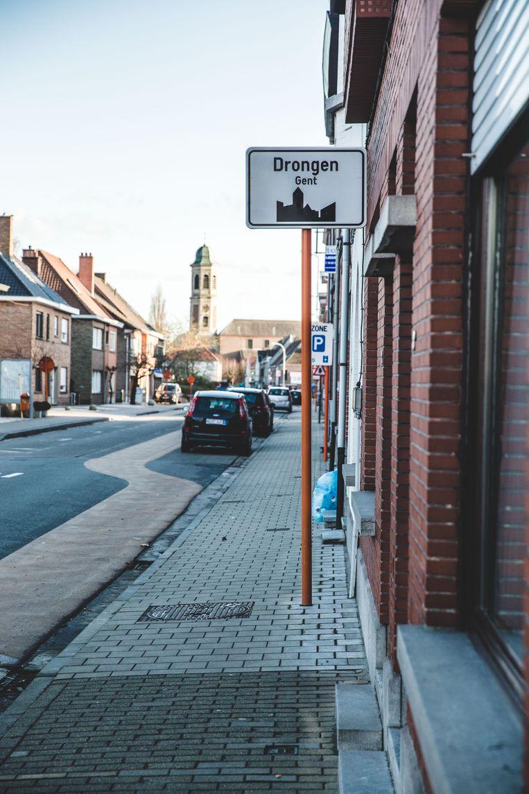 In deelgemeente Drongen is de heraanleg van het dorpsplein bezig
