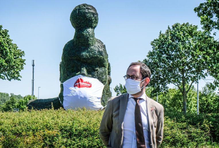 Burgemeester Vincent Van Quickenborne, bij het mondmasker.