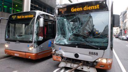Drie bussen botsen op elkaar in Brussel: Zes gewonden