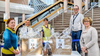 Ladies Fifty-One Club schenken chocolade aan schoonmaakpersoneel ziekenhuis Sint-Blasius