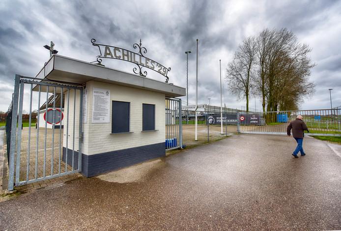 De ingang van sportpark De Heikant. De selectie gaat weer trainen, zaterdag is de herstart van de competitie tegen FC Lienden.