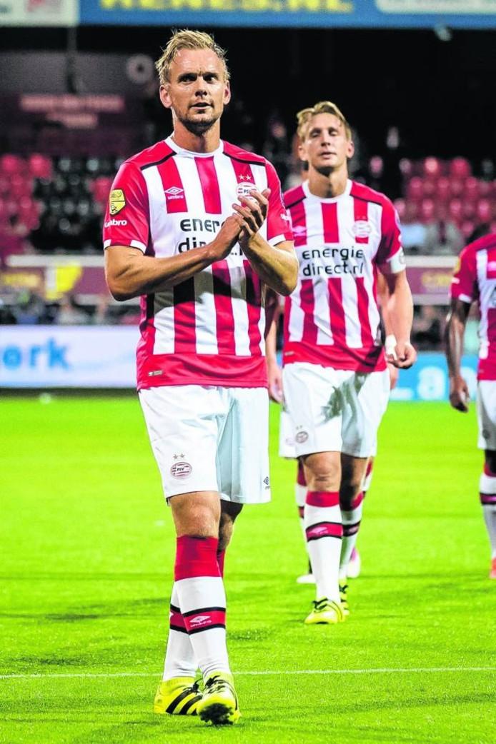 Siem de Jong (l) krijgt door de blessures van Andrés Guardado en Jorrit Hendrix waarschijnlijk snel de kans weer samen te spelen met broer Luuk. Foto Pro Shots