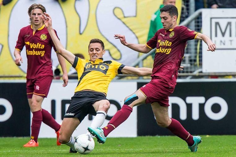 NAC Breda speler Uros Matic (links) in duel met Roda JC speler Hicham Faik. Beeld anp