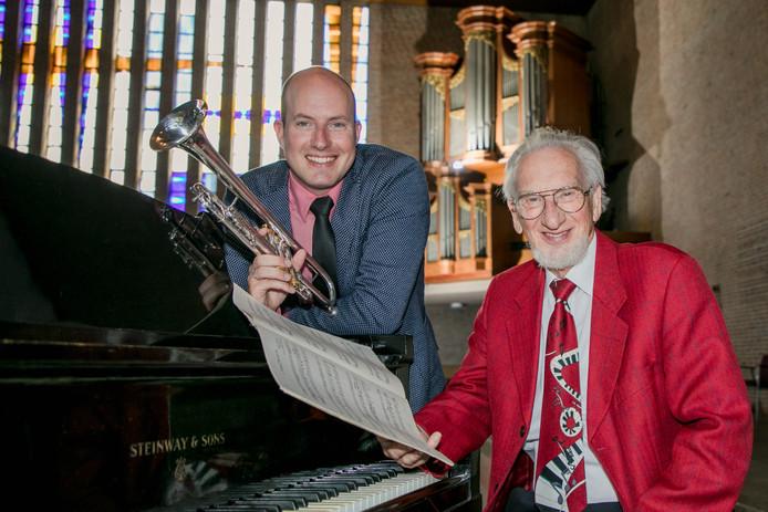 De 80-jarige organist Sander van Marion en trompettist Pascal van de Velde (34).