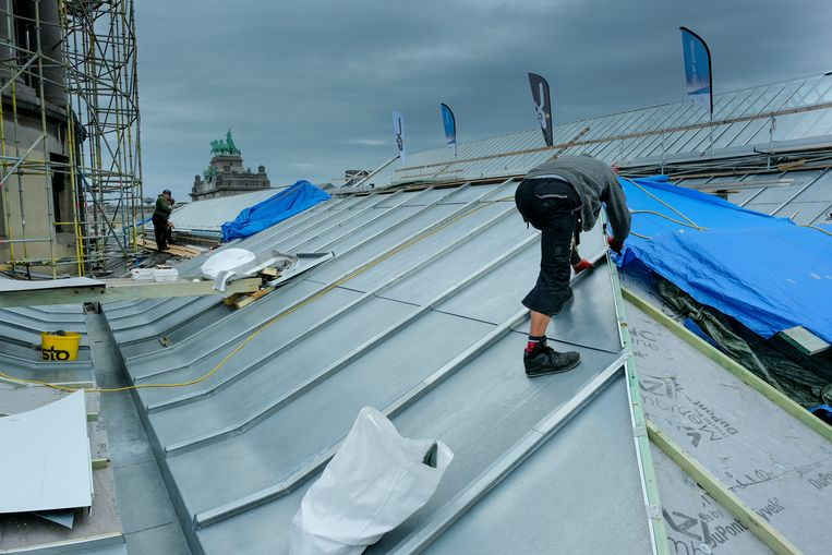 Er wordt druk gewerkt aan de daken van het Jubelpark.