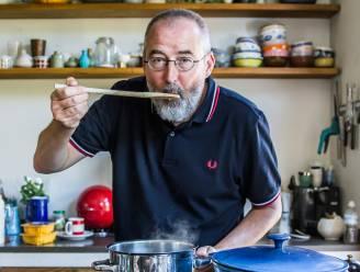 Giphart maakt dolma's gevuld met ui, rijst en knoflook