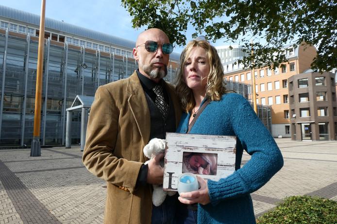De ouders van baby Luna bij de rechtbank in Den Bosch.