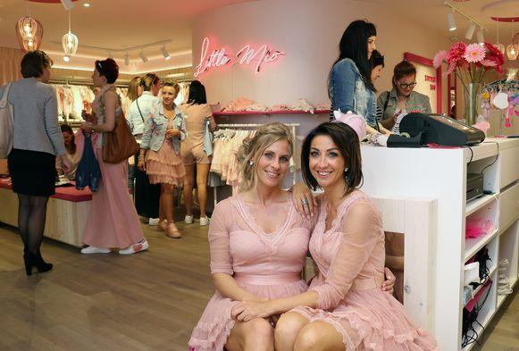 Liesbeth Van Genechten en Romy Mio Caro in hun nieuwe kinderkledingwinkel 'Little Mio'.