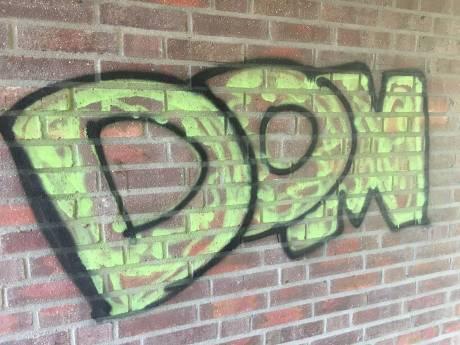 Graffitispuiter is DOM bezig in Hilvarenbeek