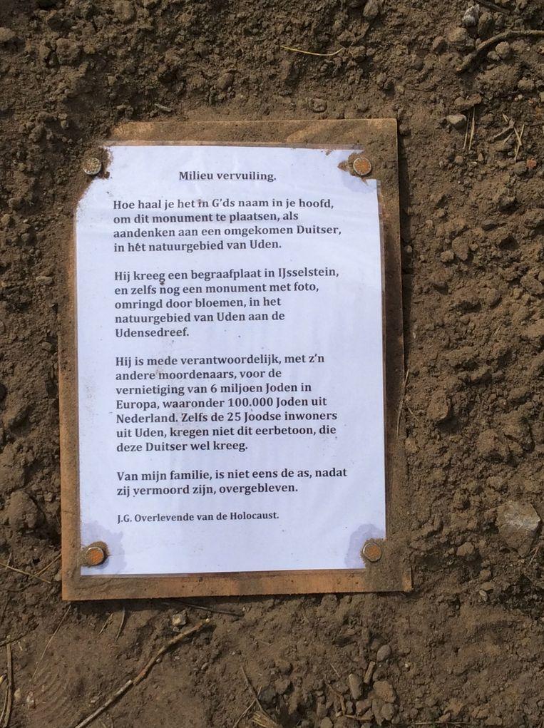 Pamflet van een 'overlevende van de Holocaust'. Beeld .