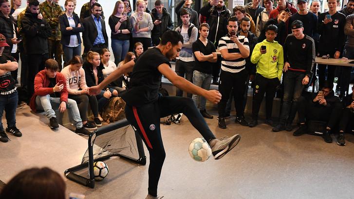Touzani tovert met de bal in Boxmeer