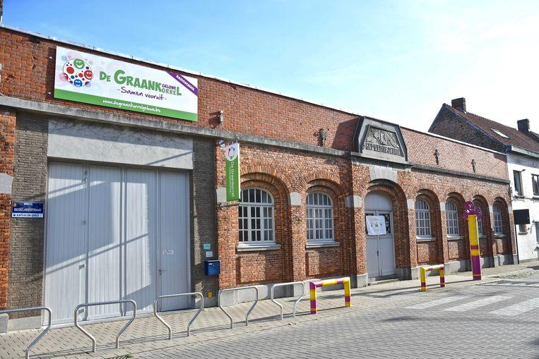 De Graankorrel in de Beselarestraat in Geluwe. De stad wil de gebouwen verkopen, met behoud van de gevel.