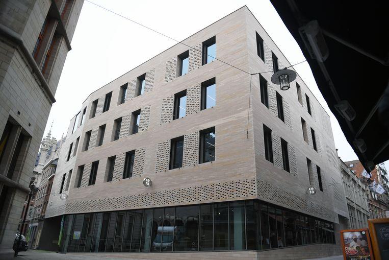 Cera opende op de hoek van de Muntstraat en de Boekhandelstraat haar nieuw gebouw maar de Architectuurprijs zien Robbrecht & Daem aan hun neus voorbij gaan.