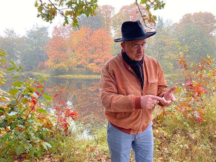 Pierre Bos geeft in Oploo uitleg over project Peel Natuurdorpen waar hij kartrekker van is.