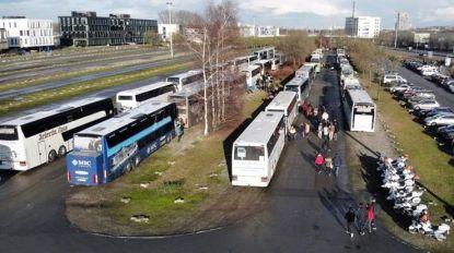 """Chauffeur komt 'goed weg' nadat hij positief blaast in bus vol leerlingen. """"Het gaat hem veel geld kosten, maar hij mag zijn job houden"""""""