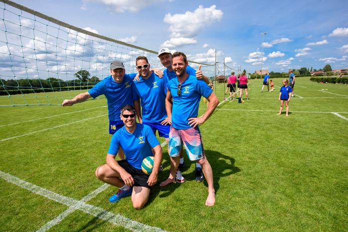 De Livoc-coryfeeën tijdens de Plekkers Cup in Liessel, staand (vlnr): Geert van Rijt, Ronnie Kersten, Werner Geboers en Jesper Meertens. Zittend: Jos Verbakel.