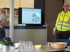 Hoog bezoek: NS-baas steekt vrijwilligers station Gilze-Rijen hart onder de riem