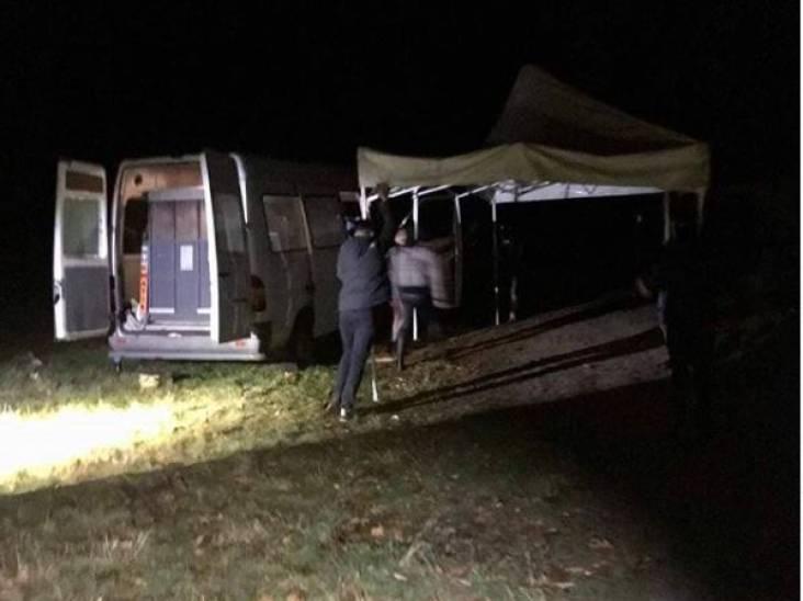 Illegaal feest met tientallen jongeren stilgelegd in bos bij Wintelre: hadden alcohol, tent en statafels