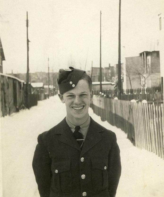 Ralph Piercey sneuvelde als 17-jarige bij zware gevechten in Laren (Gelderland). Hij is een van de twee minderjarigen die in Holten begraven liggen.