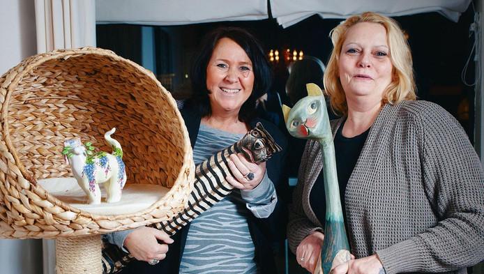 Voor Els Visser (links) en Pia Vogelaar staat alles in het teken van katten.