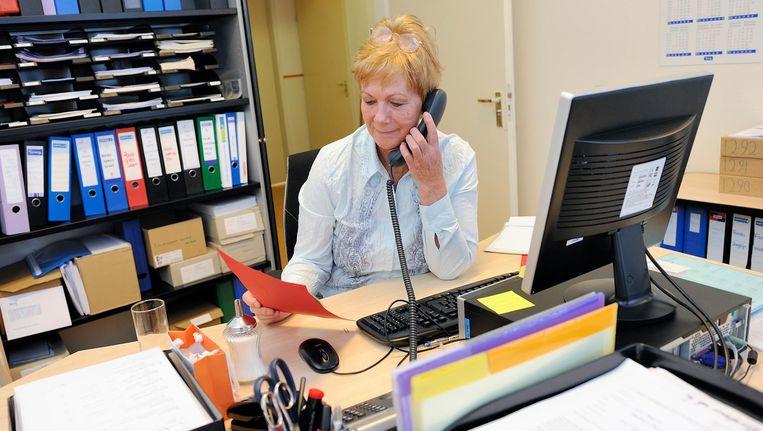 Veel vrouwen werken in administratieve - en kantoorfuncties. Juist daar zullen banen verdwijnen door automatisering. Beeld anp