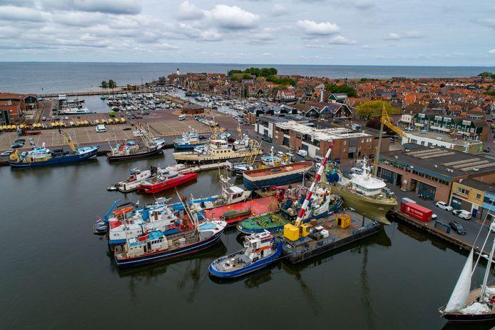 De haven van Urk met diverse Kotters.