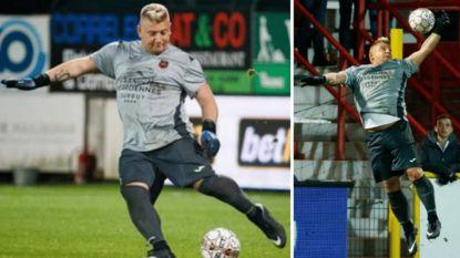 """Nu al dé figuur van de Croky Cup: Cultkeeper drinkt zelfs biertje met Kortrijk-aanhang: """"Fabrice Courtois, riepen ze"""""""