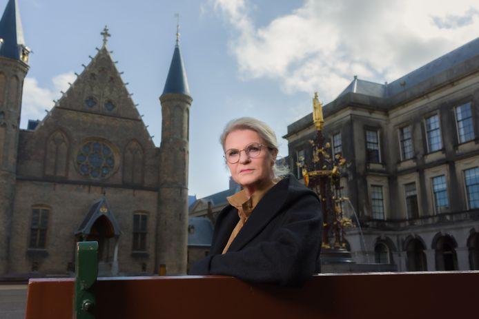 Wouke van Scherrenburg op het Binnenhof, waar ze zelf als parlementair-journalist haar finest hours beleefde.