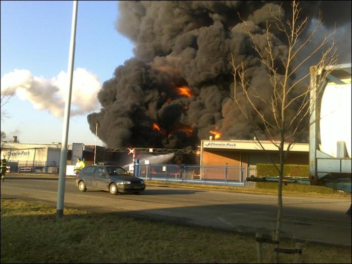 Het begin stadium van de brand. foto Kevin Helmons