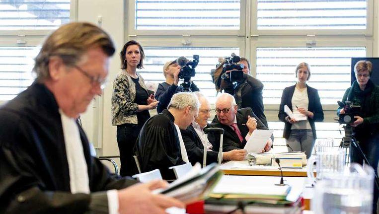 Harro Knijff (L) advocaat van Joris Demmink en advocaat Matthijs Kaaks, voorzitter Robert Rubinstein en secretaris Ben Ottens van stichting 'de Roestige Spijker'; (vlnr) Beeld anp