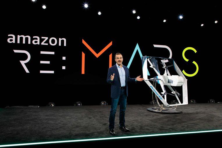 Dit nieuwe model stijgt op en landt verticaal zoals een helikopter. De maximale vliegafstand zou 24 kilometer bedragen.