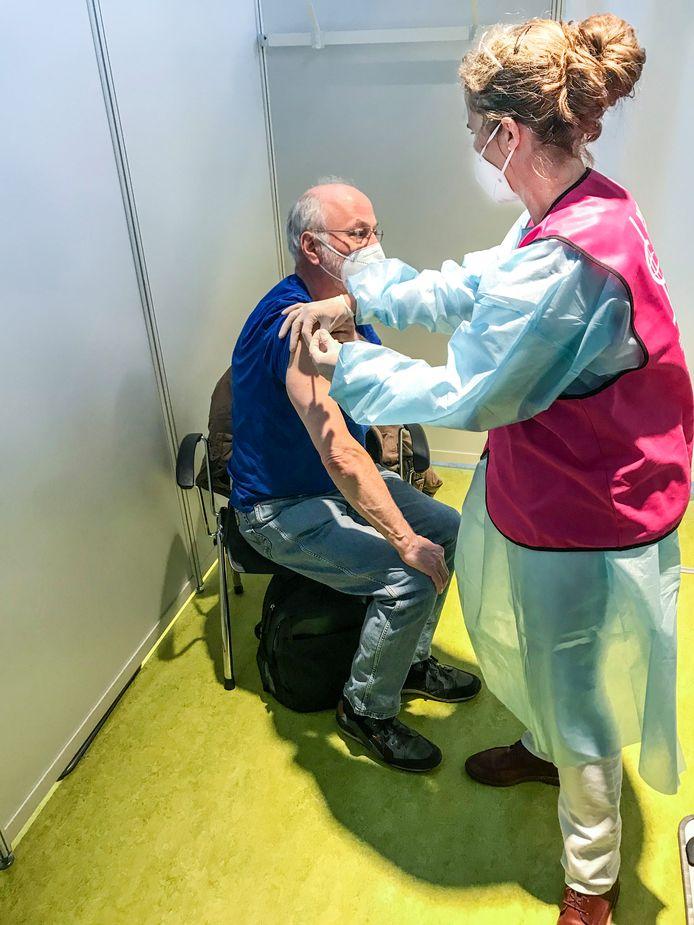Ook in Duitsland helpt het Rode Kruis met inenten.