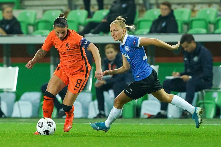 Sherida Spitse tekende tegen Estland voor haar tiende doelpunt in de kwalificatiereeks. Beeld BSR Agency