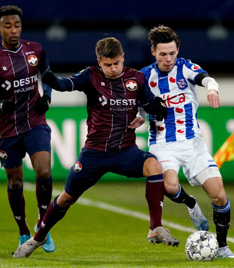 LIVE | Willem II leidt in Friesland, verliest Pavlidis en ziet vervanger Vrousai gigakans missen