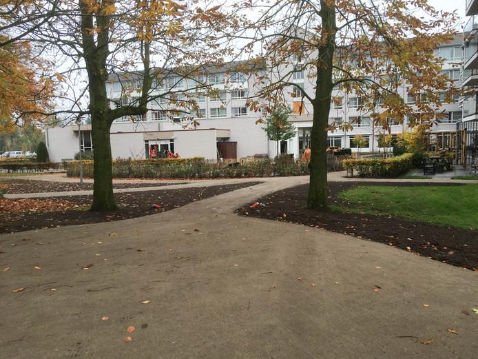 Aan de achterzijde van Park Stanislaus, waar nu het parkeerterrein ligt, zouden seniorenwoningen voor Moergestelse ouderen gebouwd kunnen worden.