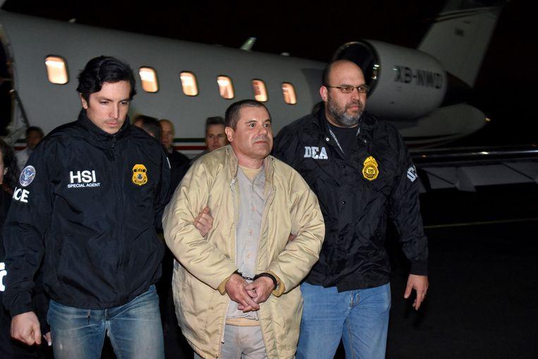 Een beeld van 19 januari vorig jaar: El Chapo wordt door Mexico uitgeleverd aan de Verenigde Staten.