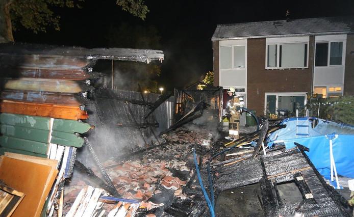 Van de schuur was na de brand niets meer over.