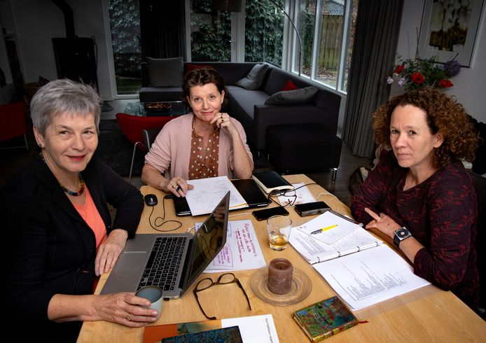 Vlnr: Riet Fiddelaers-Jaspers, Machteld Lavell en Tanja van Roosmalen.
